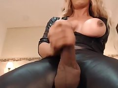 Shemale wanks and cums on cam